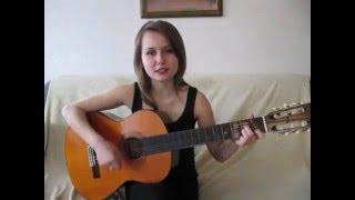Девушка поет песню группы Ляпис Трубецкой - Воины света