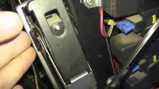 видео Где находится ЭБУ ВАЗ 2114 и 2115 (8 и 16 клапанов) - блок управления двигателем: замена контроллера