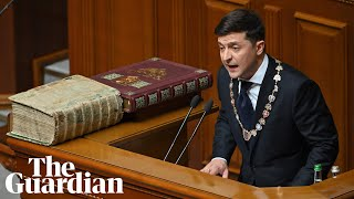 Ukrainian president calls snap election moments after his inauguration