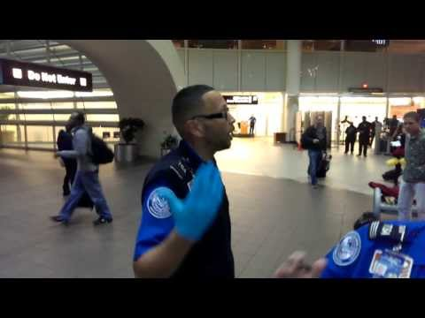 TSA Agent Threatens to Take Photo of Passenger While on Duty; Gets Scolded by Supervisor