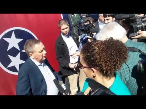 Kasich with press in Nashville 2-27-16