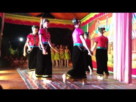 Hội chùa Phúc Sơn 2016: múa Cô gái Sầm Nưa xinh đẹp - Xóm 16