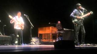Keb' Mo' Concert - Bass solo