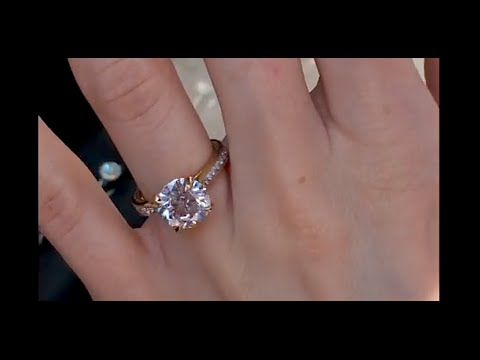 3 carat Round Diamond Engagement Ring in Yellow Gold