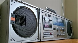Repeat youtube video Reli's Ghettoblasters: Is this the longest boombox ever? Sony CFS-88S from the 80's.