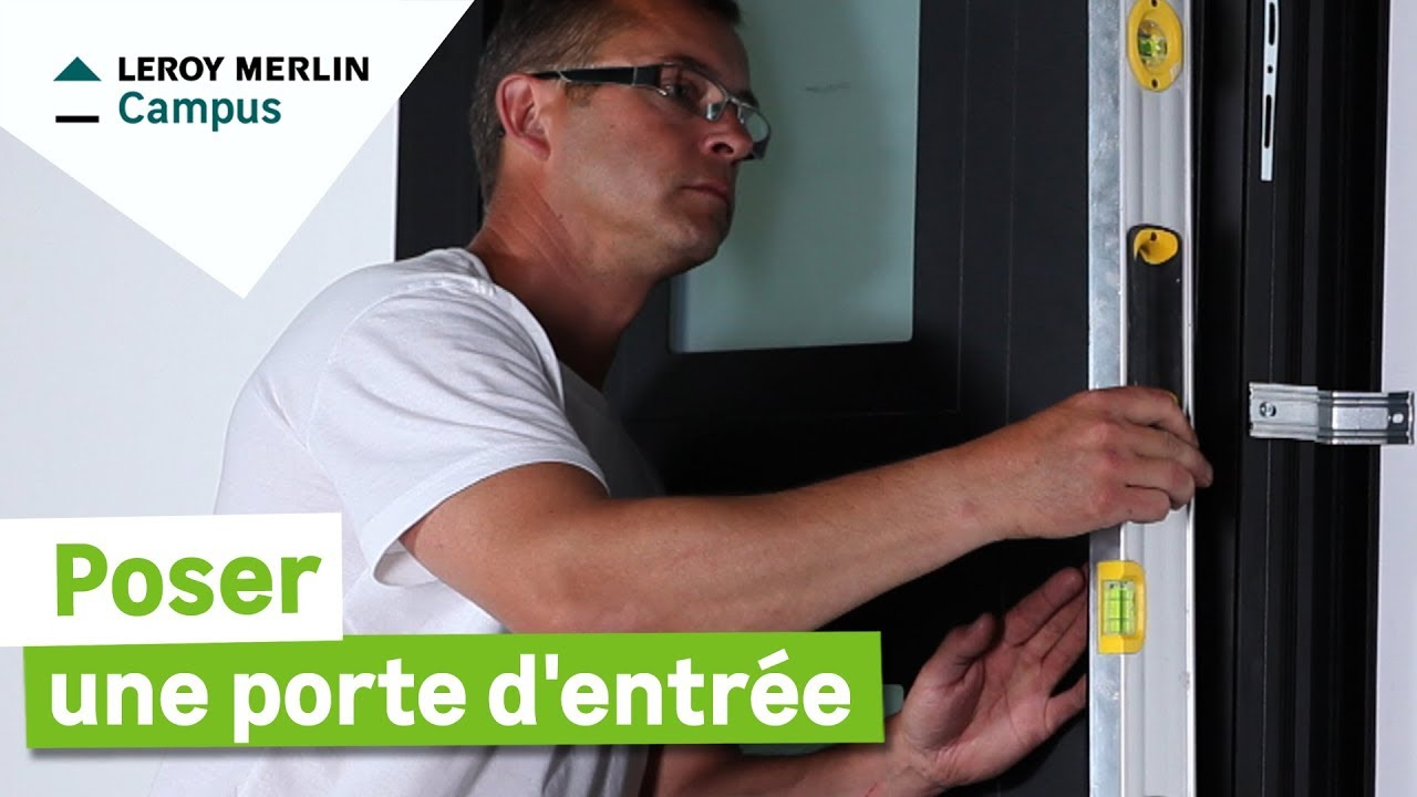Comment poser une porte d 39 entr e leroy merlin youtube for Isoler bas de porte d entree