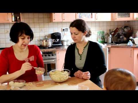Lepienie pierogów (Bajeczne smaki - film)