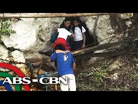 TV Patrol: Mga estudyante sa Bukidnon, umaakyat sa bangin para makapasok sa eskwelahan