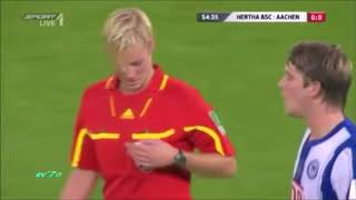 Kadın hakemlerin futbolcularla zor anları: İnanılmaz frikik!