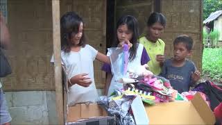 BEAUTIFUL TWINS HAPPILY RECEIVES A BALIKBAYAN BOX FROM ENGLAND KARATE FAMILY