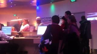 Пассажиры против Аэрофлота(Народ врывается в бизнес зал и требует справедливости - с понедельника не могут улететь., 2010-12-29T09:42:33.000Z)