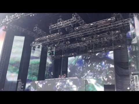 Zedd - technical difficulty at Stereosonic - sings with crowd instead!