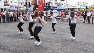 Download Video Turkish Dancing MP3 3GP MP4