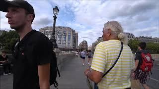 123. Покупаю тебя, это лучшее. Леди - водитель рикши в Париже. Покупки в супермаркете. Франция.