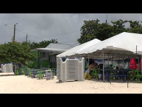 Best Spot to Relax & Eat on Seven Mile Beach Grand Cayman