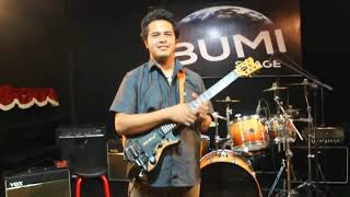 "Download Video Super Gitar Competition - I Wayan Balawan ""8 Finger Tap"" MP3 3GP MP4"