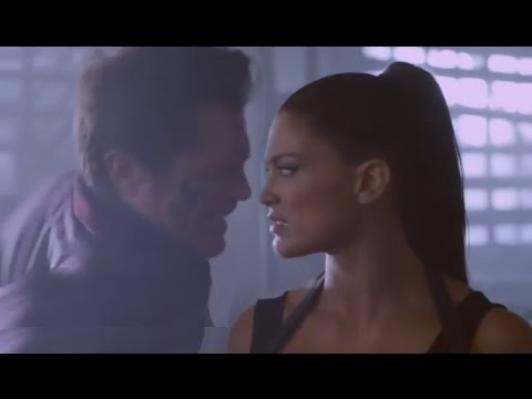 Eve Torres and Johnny Knoxville Kiss -...