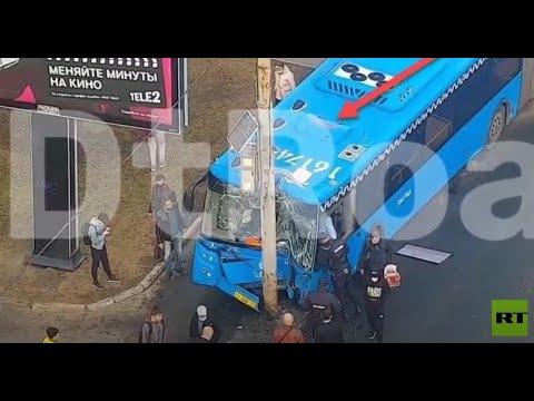 لحظة ارتطام حافلة بأعمدة إنارة وسط موسكو  - نشر قبل 3 ساعة