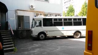 03 06 СПАРТАК и ССуд 1 Автозак приехал в суд и защитников ведут