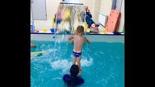 Водопад у малышей-Обучение плаванию в бассейне в Минске(Курсы,Секция,занятия)