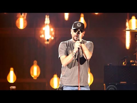 Jason Aldean performs at ACMAs, reflects on the Las Vegas shooting
