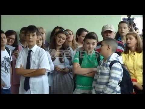 Ora News –  Tiranë, nis viti i ri shkollor