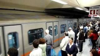 Αττικό Μετρόアテネ地下鉄3号線モナスティラキ駅到着