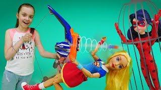 Фото Леди Баг и Бражник в школе. Видео для девочек шоу Охотники за игрушками.