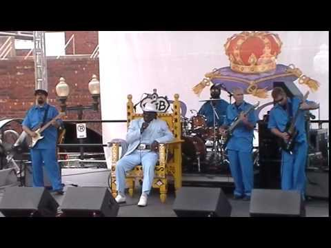 Big George Brock sings Howling Wolf (The Muddy Waters Song)