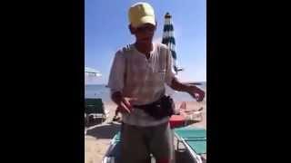 Il vero Antonio, originale venditore di cocco in spiaggia 2015.