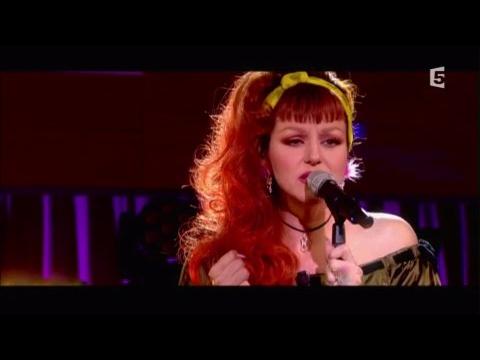 Cindy Sander, en Live - C à vous - 28/04/2017