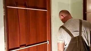 Установка доборов межкомнатных дверей(Точно также крутим доборы на металл . Метод далеко НЕ традиционный )) но результативный . пробовал делать..., 2015-02-02T09:23:07.000Z)