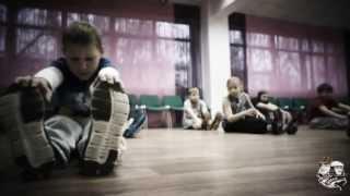Видео урок по брейк - дансу от школы Fresh-school в Москве(Добрый день! Меня зовут Александр,я занимаюсь брейк-дансом 15 лет участвую активно на всех мировых чемпиона..., 2013-10-21T12:42:24.000Z)