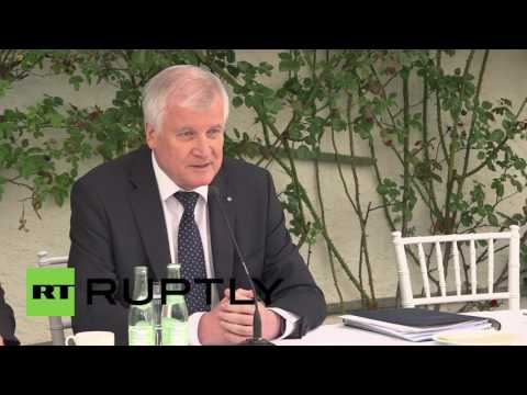 Germany: Seehofer distances himself from Merkel's 'We can do it' catch phrase
