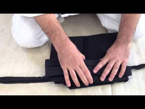 How to fold your hakama when traveling