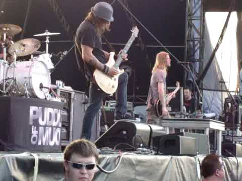 """Puddle Of Mudd performing """"Blurry"""" @ Beale Street Music Festival-May 1, 2010"""