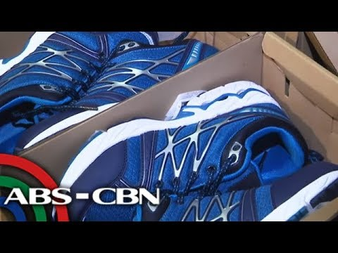 TV Patrol: 100 pares ng pekeng PNP rubber shoes nasamsam