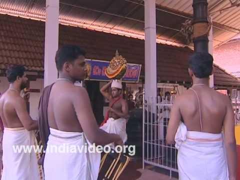 Thidampu nritham at Akliyathu Shiva temple
