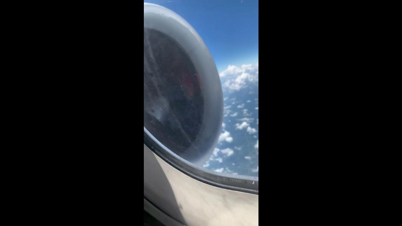 אימה בשחקים: המנוע של המטוס התפרק באוויר – צפו