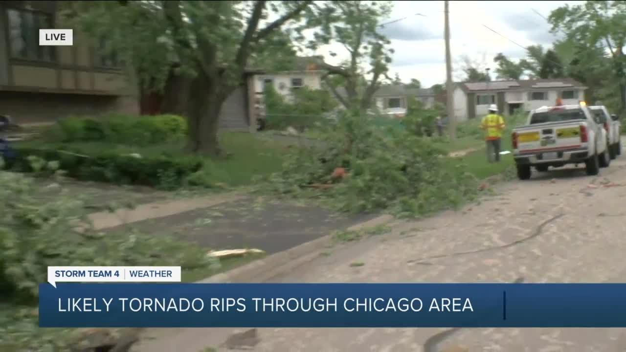 Destructive tornado strikes western Chicago suburbs, injuring at ...