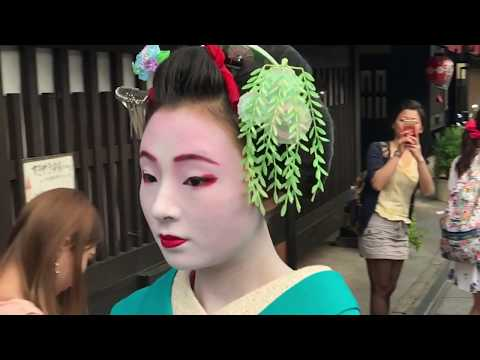 Maiko in Gion Kyoto Japan (HD slow motion)