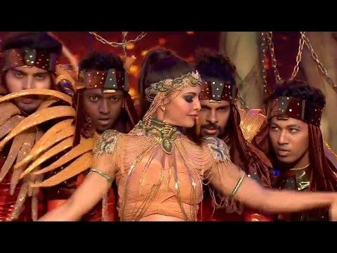 Jacqueline Fernandez's RETRO Bollywood Dance Performance