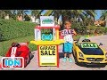 Vlad dan Nikita Berpura pura Bermain dengan Mobil Mainan