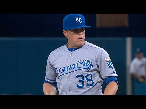 ALCS Gm3: Medlen throws five innings, fans six