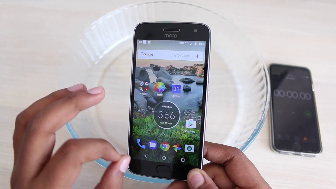free shipping 596c7 bd104 Hindi | Moto G5 Plus Water Test - Waterproof smartphone?