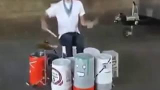Kovalarla Müzik Yapan Adam