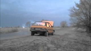 Съемка взрыва машины. На съемке фильма.
