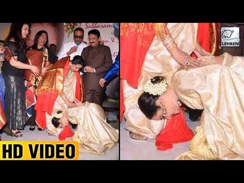 Rekha Bowed Down To Touch Asha Bhosle's...