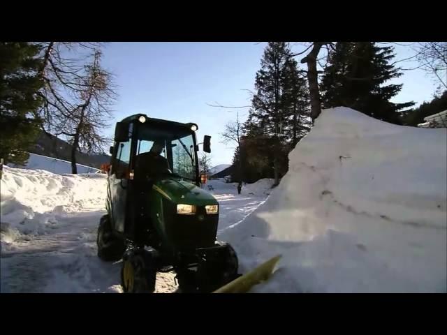John Deere - Tractor Compacto 1026R, quita nieves
