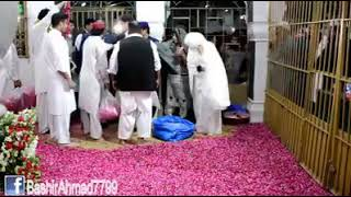 Imran Khan Caught with his wife Bushra doing Sajda in Tomb